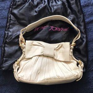 BETSEY JOHNSON || cream leather little bow pleat